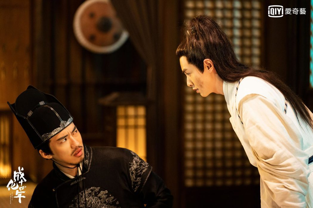 官鴻(右)、傅孟柏合作默契十足被封「最佳拍檔」。圖/愛奇藝台灣站提供