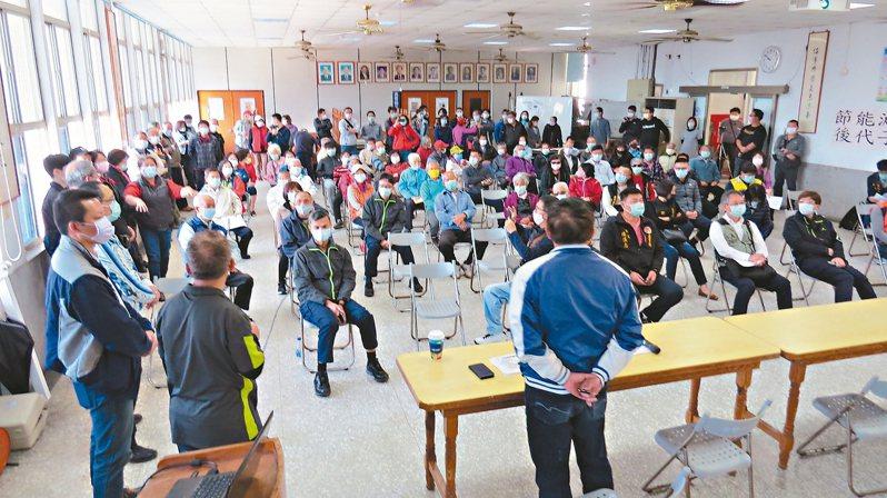 苗栗縣通霄溪伏流水工程昨天舉辦說明會,爭議還是不斷。 記者范榮達/攝影