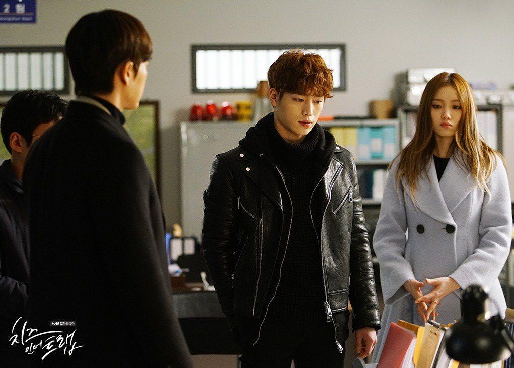 徐康俊在《奶酪陷阱》中飾演「白仁浩」。圖/擷自官網