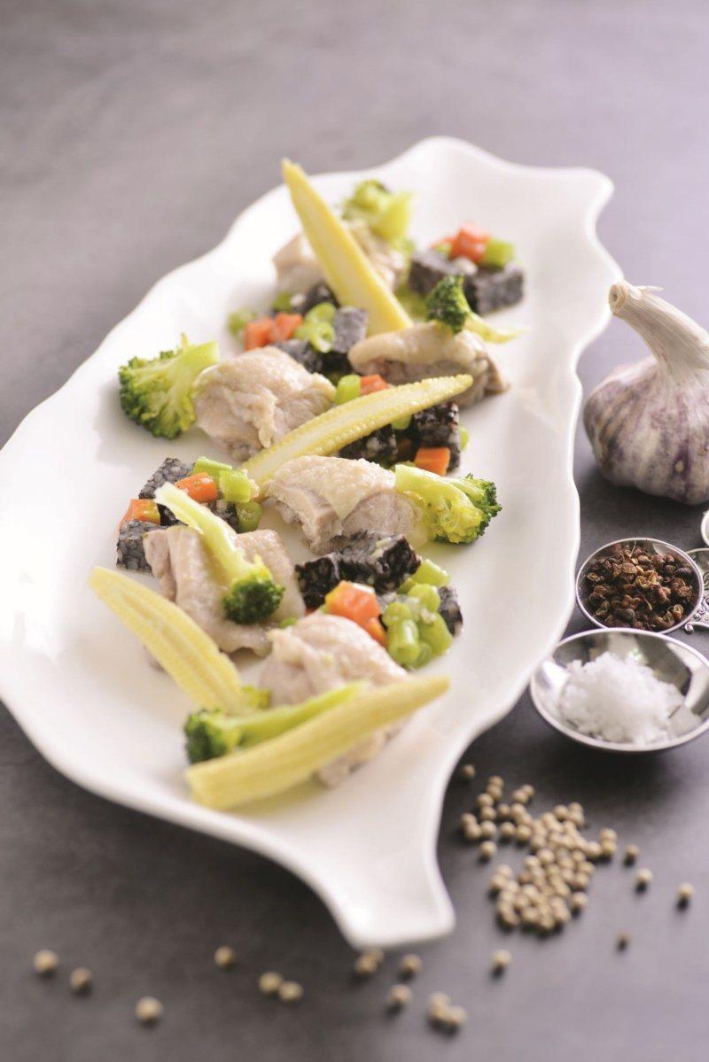主廚食譜:私房鹹水雞盤。 圖/日日幸福出版社