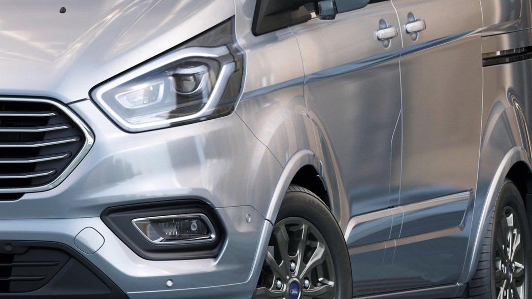 New Ford Tourneo Custom福特旅行家搭載嶄新HID頭燈與轉向...