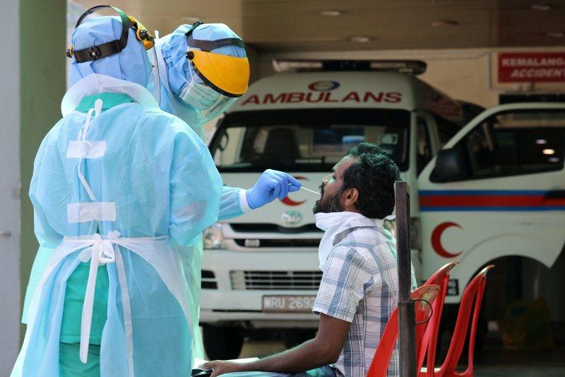 要探討馬來西亞防疫時期的醫療能量,就必須先理解疫情來臨前醫療體系的情況。圖攝於3月28日,馬來西亞。 圖/路透社