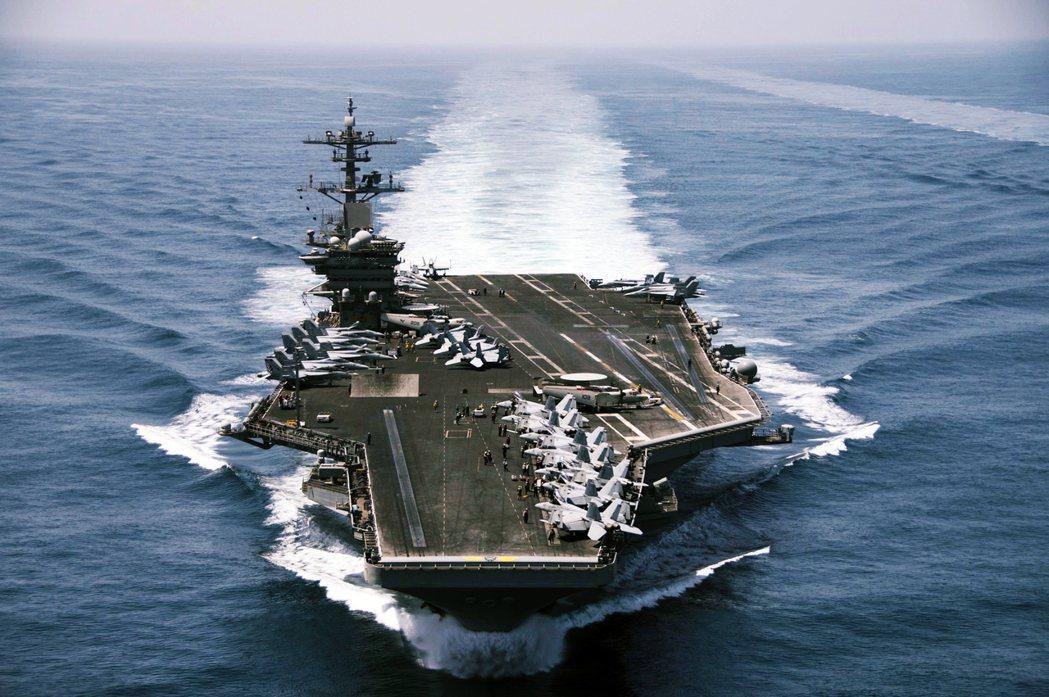 《華盛頓郵報》表示,在疫情當頭下,海軍方面一直希望能「盡可能表現出穩定戰力」,而...