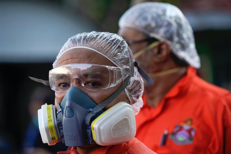 其實在疫情襲來前,病患需求增長速度就遠快於醫療供應。圖攝於3月28日,馬來西亞。 圖/美聯社
