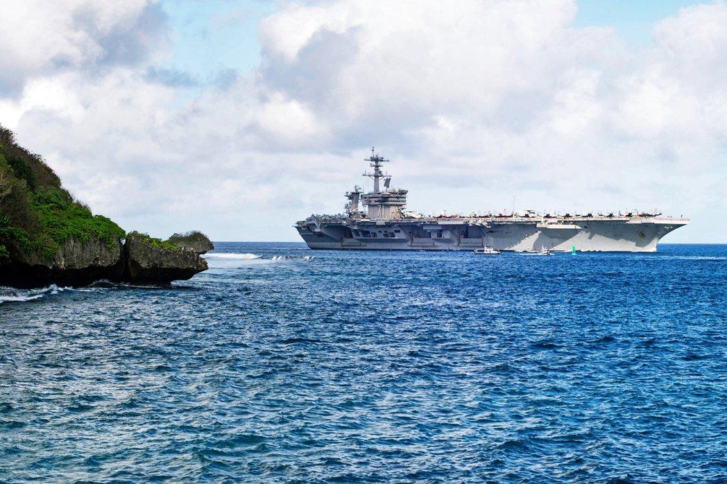 美軍航空母艦——羅斯福號(CVN-71)——13日晚間公布了船上第一起死亡病例。...