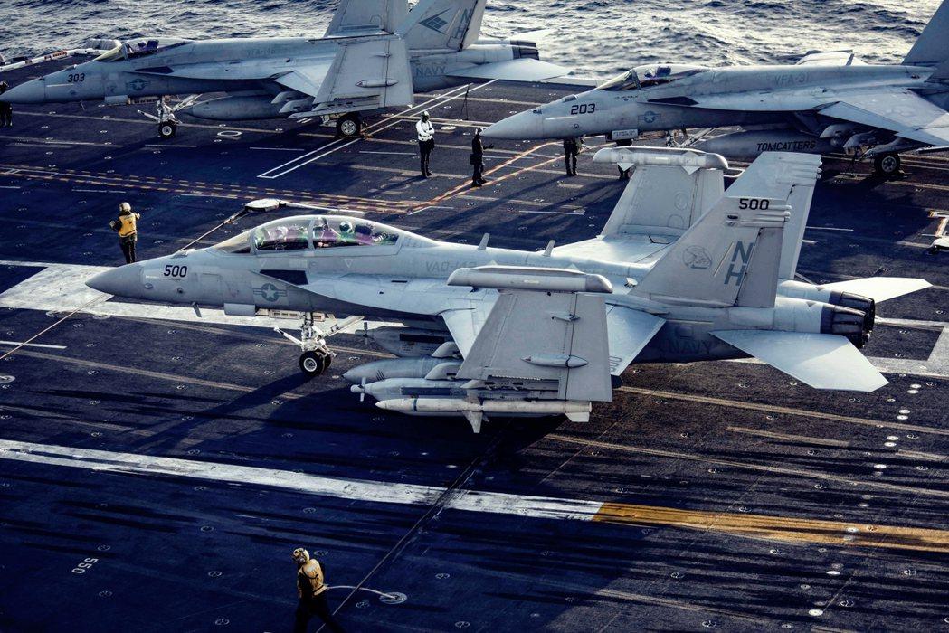 克羅西爾艦長究竟該不該為「瘟疫登艦」的越南行程負責?除了羅斯福號,還有沒有其他的...