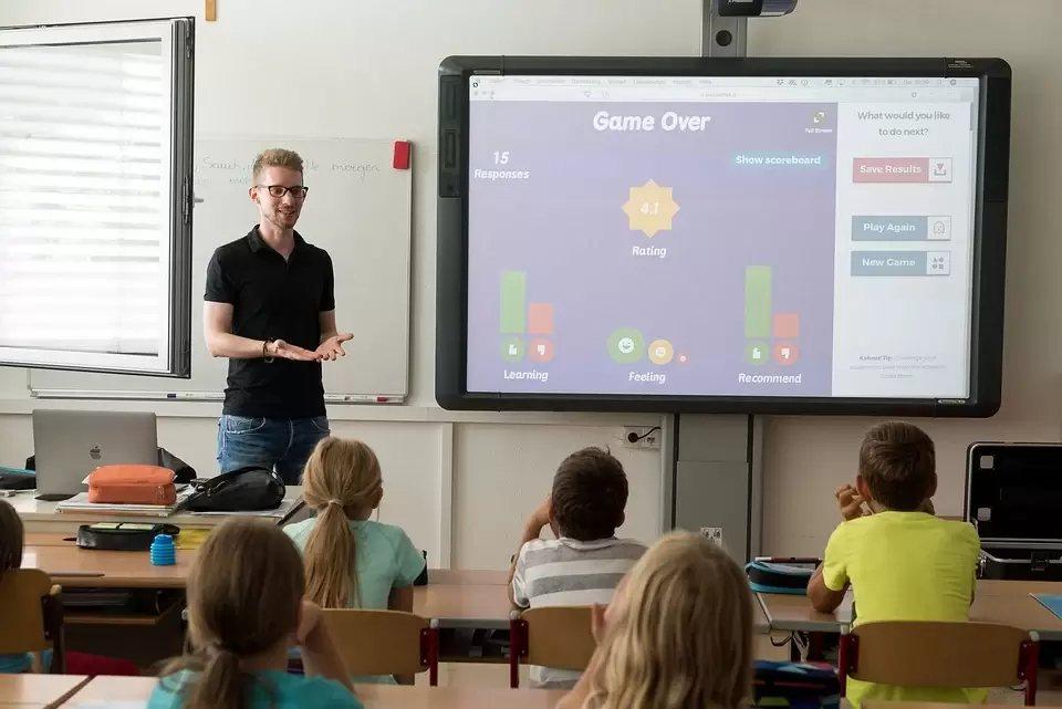 透過創意思考工具,引導參與者回顧日常生活、校園所學,反思該如何掌握永續趨勢,提升...