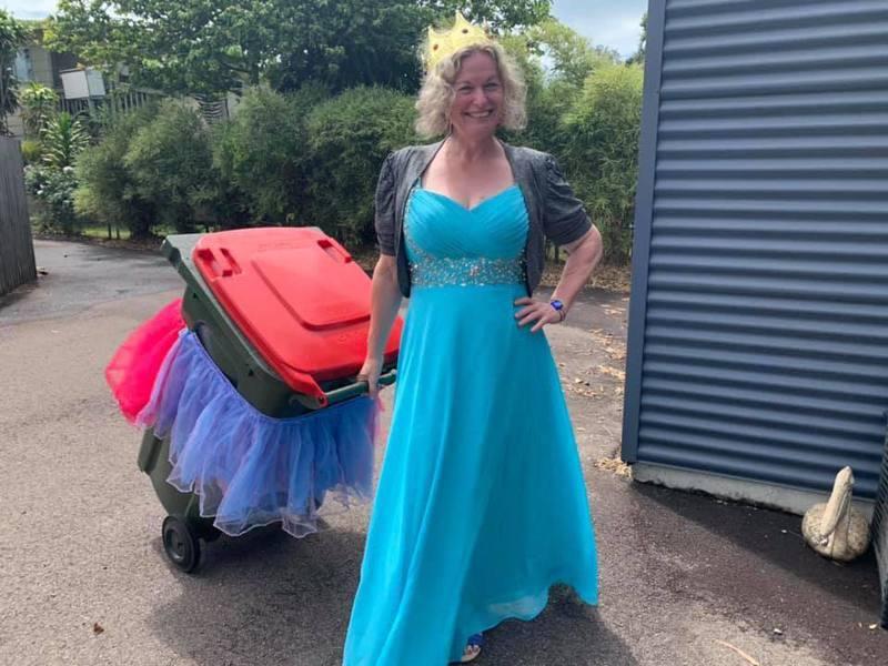 丹妮爾・愛斯古創辦「隔離期間的垃圾桶旅行」社團,在網路上引發風潮。圖/Facebook