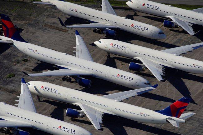 達美航空大量客機停放在阿拉巴馬州的Birmingham-Shuttleswort...