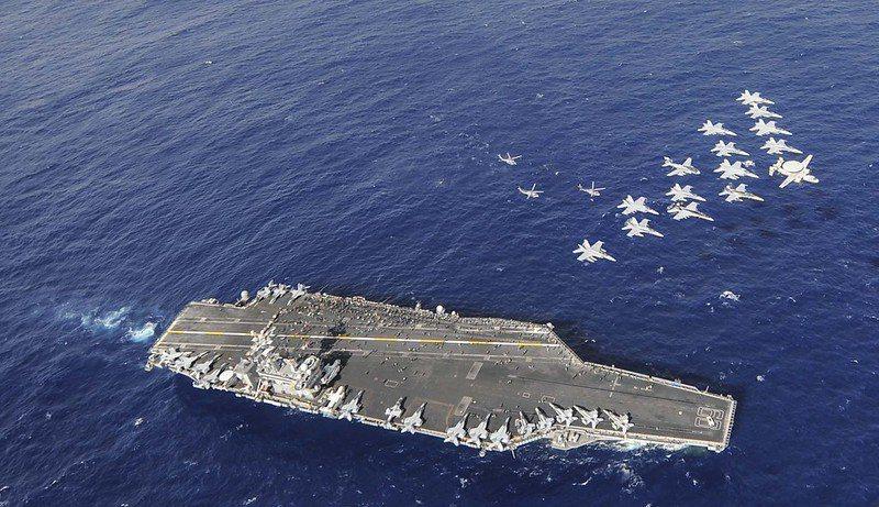 美軍航艦「尼米茲號」。 圖/美國海軍