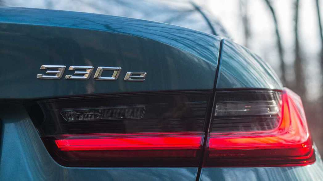 BMW G20 3 Series發行後,也全面更新車系中的330e插電式油電混合...