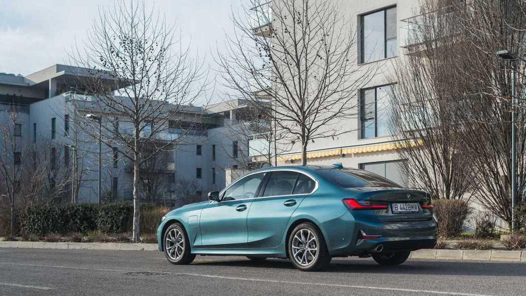 新世代BMW 330e Sedan。 摘自BMW