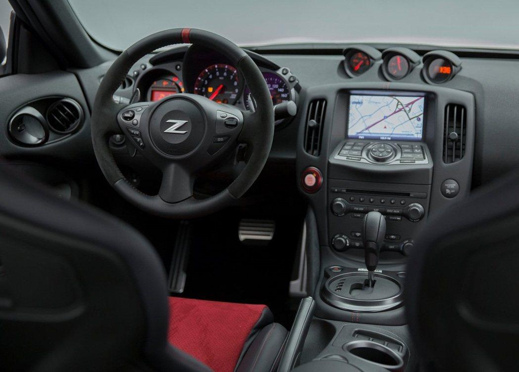 370Z的老舊內裝時常為人所詬病。 摘自Nissan