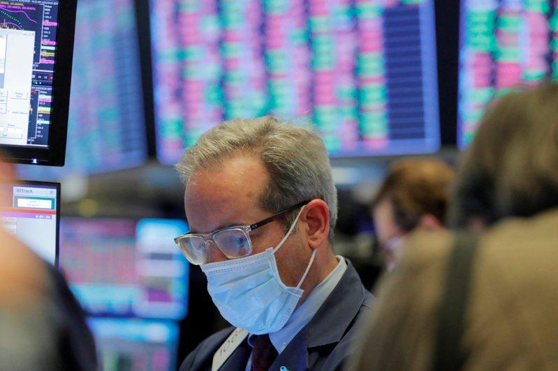 美股期貨指數早盤由黑翻紅,盤中大漲逾1%。(圖/路透)