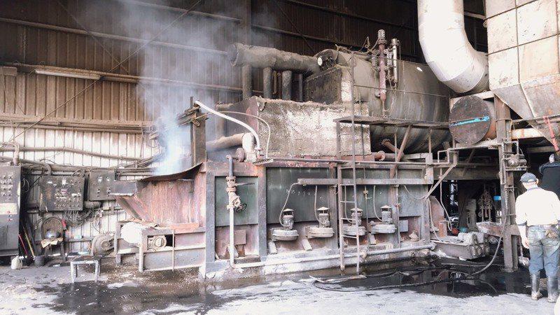 紙廠作業降溫產生水蒸汽,有民眾誤以為發生火警119報案。圖/苗栗縣消防局提供