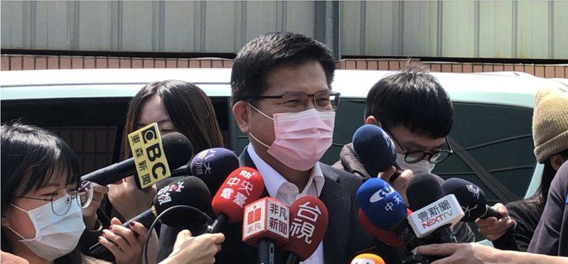 交通部長林佳龍今天表示,華航改名課題肇因於台灣防疫成功,輸出口罩援助全世界,盼凝聚國人共識、朝野一致,尊重上市公司華航的公司治理,讓台灣在國際上 走出一條路。記者雷光涵/攝影