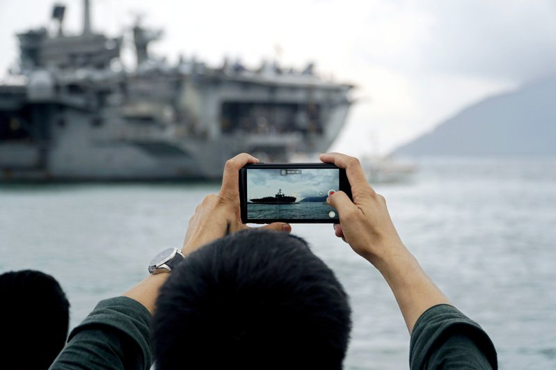 美國航空母艦羅斯福號3月5日訪越南峴港。 歐新社