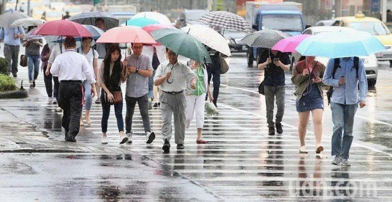 中央氣象局說明未來一周各地雨勢。聯合報系資料照