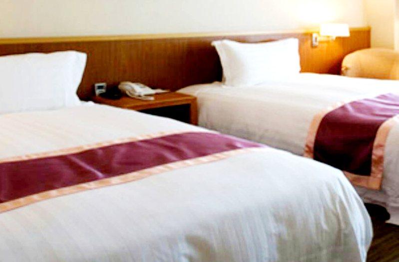 桃園市防疫旅館舒適,讓回國進住隔離、檢疫者供餐、還可外叫送餐照顧良好,受到居家檢疫者十分滿意。示意圖/記者曾增勳翻攝