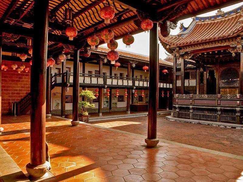 台中霧峰林家,園區內的大花廳是台灣唯一的福州式戲台建築。圖/中市府觀旅局提供