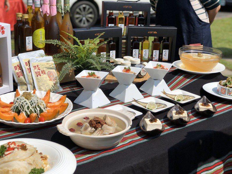 南投縣政府鼓勵企業投入創新研發,信義鄉的梅子可做成美食和健康食品,促進產業升級轉型。記者江良誠/攝影