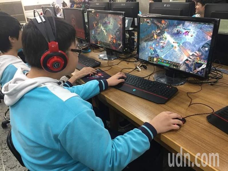 台南市南英商工設有電競班,培育動畫創作人才。記者鄭惠仁/攝影