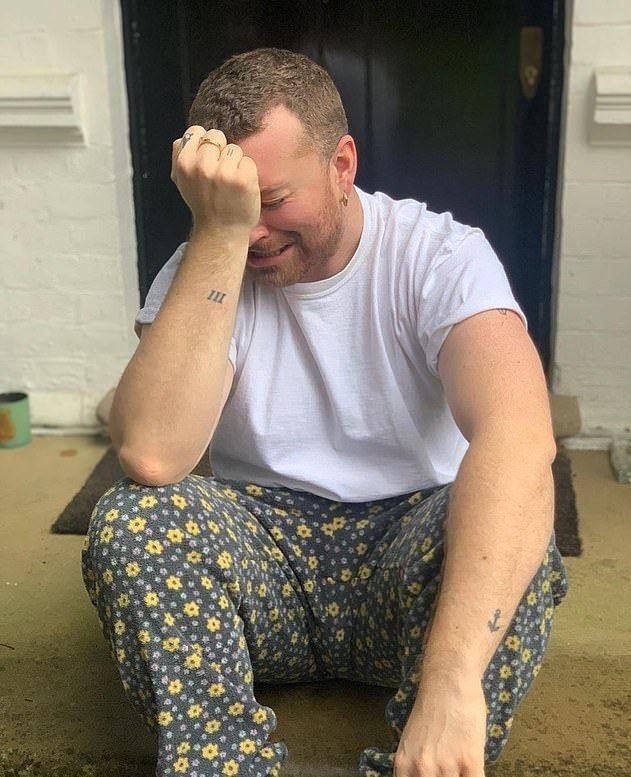 山姆史密斯上個月才發短片,透露居家防疫心情,一度看似哭泣。圖/摘自Instagr