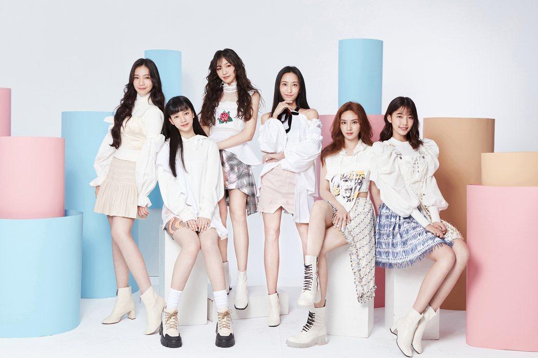 女團「PER6IX」成員李紫嫣(左起)、馬瑋伶、申力安、彭名慧、王加瑄、林采婕。...