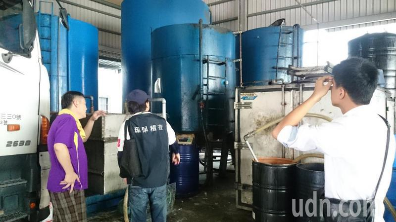 台南市環保局控管廢食油流向,防止進入飲食鏈。圖/台南市環保局提供