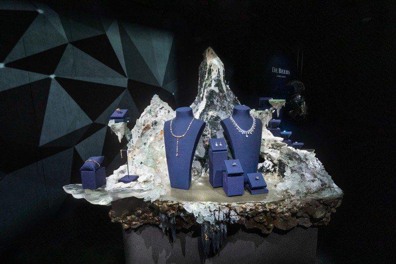 DE BEERS NATURE'S WONDERS頂級珠寶展由藝術家李霽首次為頂級珠寶品牌創作裝置藝術映襯美鑽。圖/DE BEERS提供