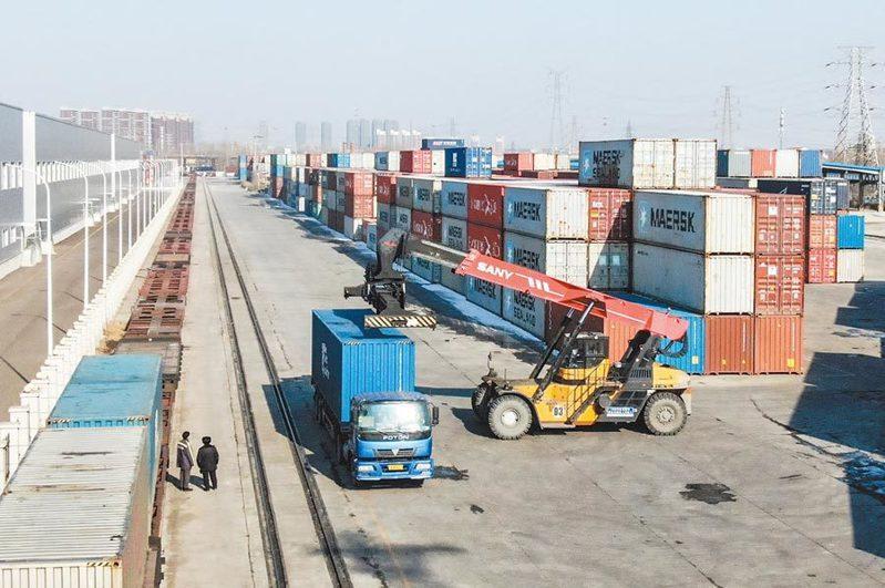 今年第一季,大陸與台灣進出口貿易額年增2%。新華社資料照片