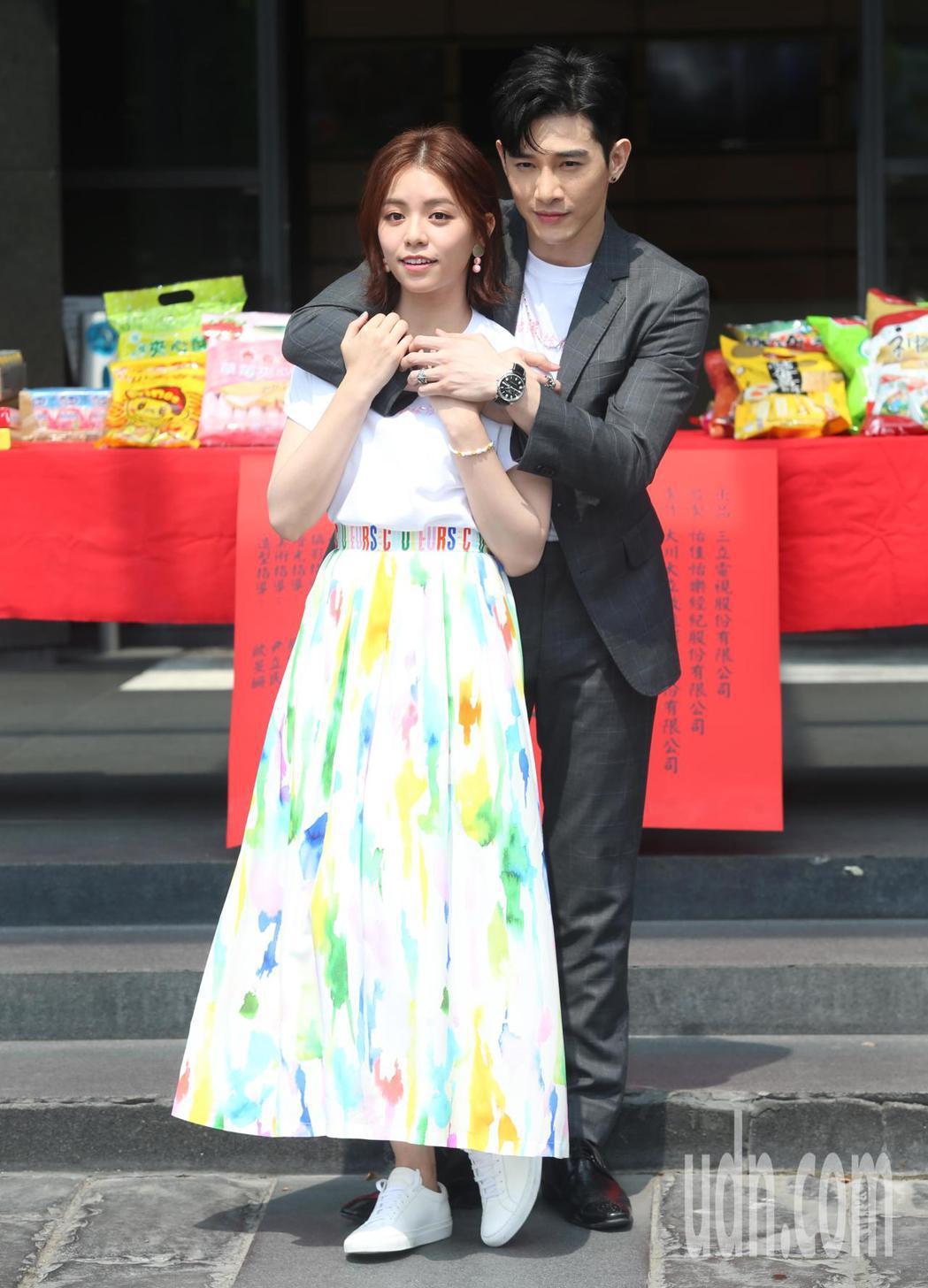 張立昂(右)之前與宋芸樺(左)合作過一部電影,在偶像劇上的合作則是第一次。記者徐...