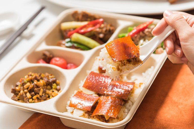 九華樓 「華泰鴨香寶」一鴨三吃外帶餐盒199元。圖/華泰王子大飯店提供