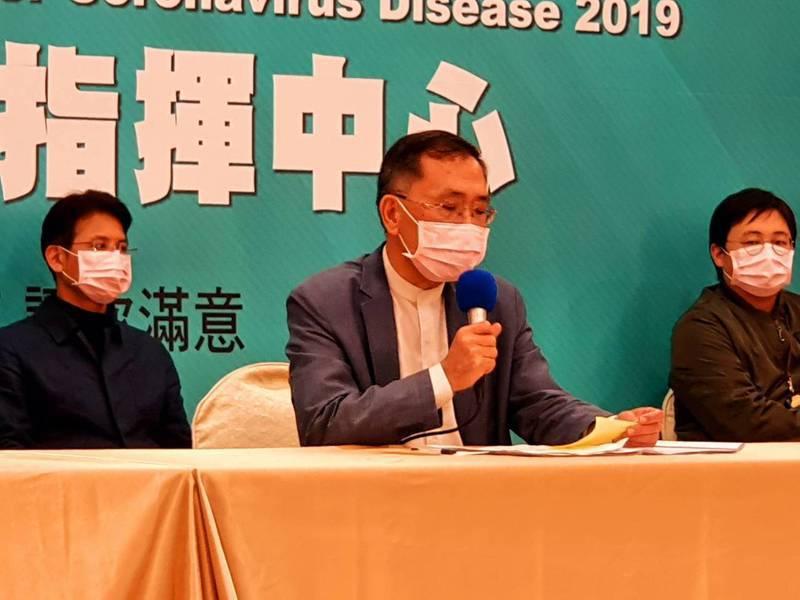 台北市副市長蔡炳坤下午參加防疫會議後受訪。記者楊正海/攝影