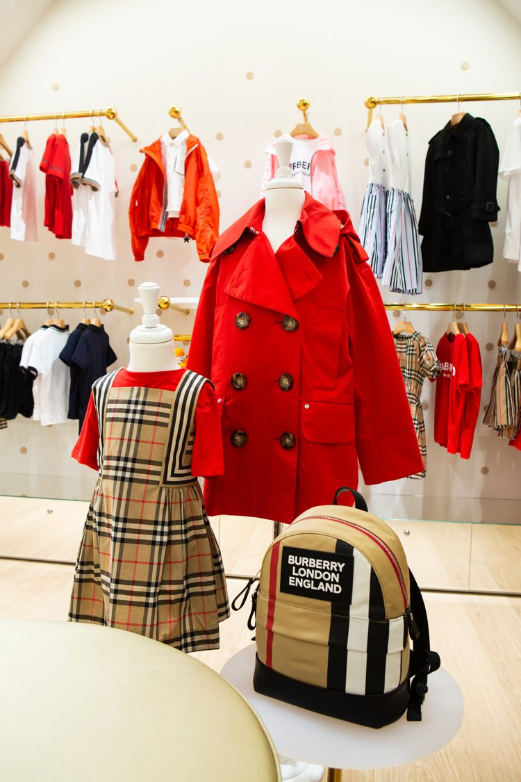 UM Junior引進BURBERRY經典小童風衣、淑女洋裝等單品。圖/UM J...