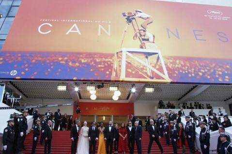 主辦單位表示,受到新冠肺炎疫情影響,坎城影展(Festival de Cannes)很難以原本的形式舉辦,主辦單位會另找方法,讓這場全球最盛大的年度電影盛宴能順利舉行。坎城影展原訂5月中開幕,先前已...