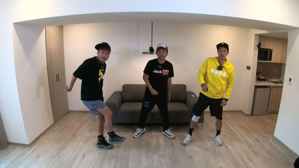 三位主持人早起熱舞。圖/中視提供