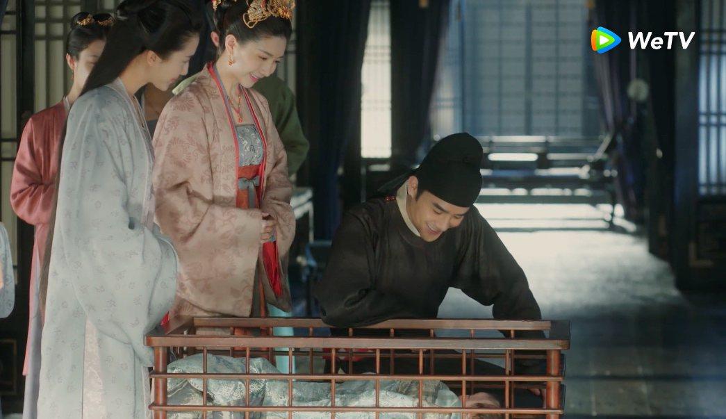 王凱(右)在「清平樂」戲中升格當爸。圖/WeTV提供