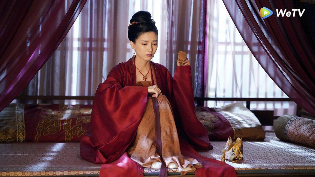 江疏影在「清平樂」中飾演曹皇后獨守空閨。圖/WeTV提供