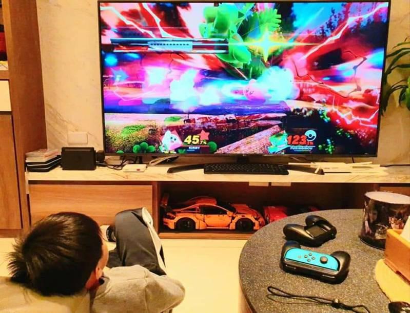 受新冠肺炎疫情影響,宅在家人數多,電視遊樂器大受歡迎。記者鄭惠仁/攝影