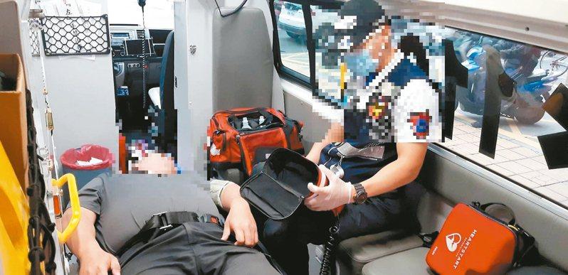 消防人員出勤任務百百種,有時面對民眾的情緒,只能多包容。 記者邱奕能/翻攝