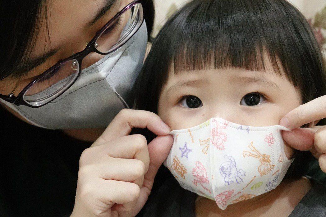 口罩實名制4月15日起開始可網購4到8歲小童立體口罩,但其他尺寸只能在藥局購買。...