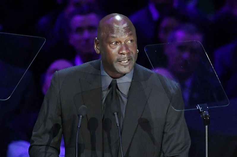 「富比世」今天公布全球富豪排行榜,有不少職業球團老闆入選,夏洛特黃蜂老闆喬丹(Michael Jordan)以身價21億美元排進行1001名。 法新社