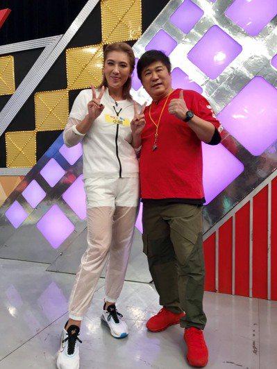 小禎與父親胡瓜同台錄影。記者葉君遠/攝影