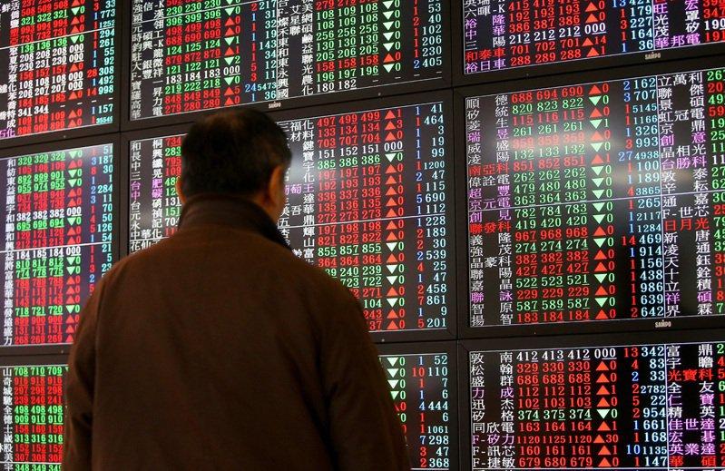 美股大漲,激勵台股15日開盤以10,366.77小漲33.83點開出後,在權值股的帶領下,指數一舉衝破10,400點關卡,一度大漲近百點。 聯合報系資料照/記者余承翰攝影