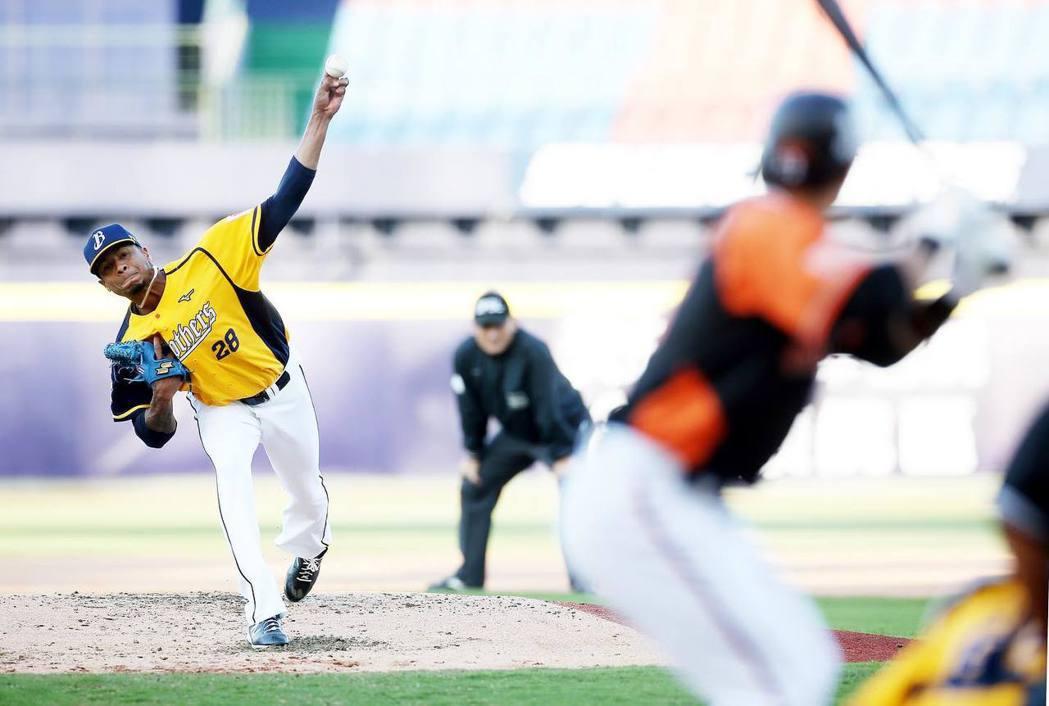 中華職棒本季首場比賽在4月12日登場,也成為今年全球首場的職業棒球賽,引起外媒關注。 圖/取自CPBL中華職棒