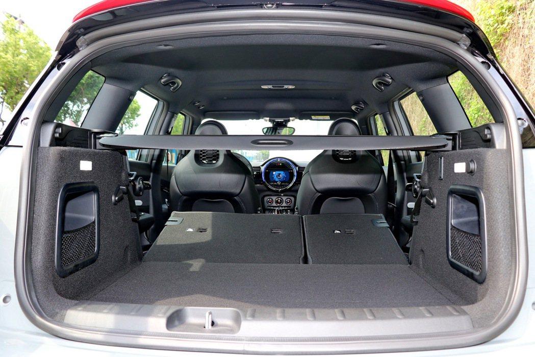 後車廂容量最高可達1250公升。 記者陳威任/攝影