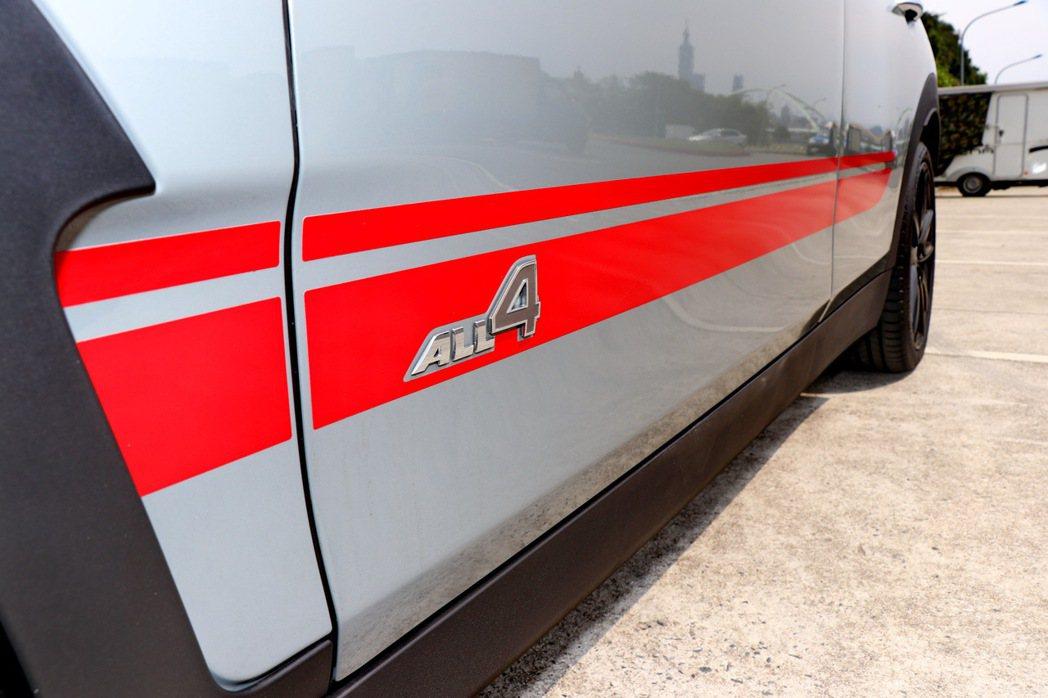 加價選配的紅色賽車飾條。 記者陳威任/攝影
