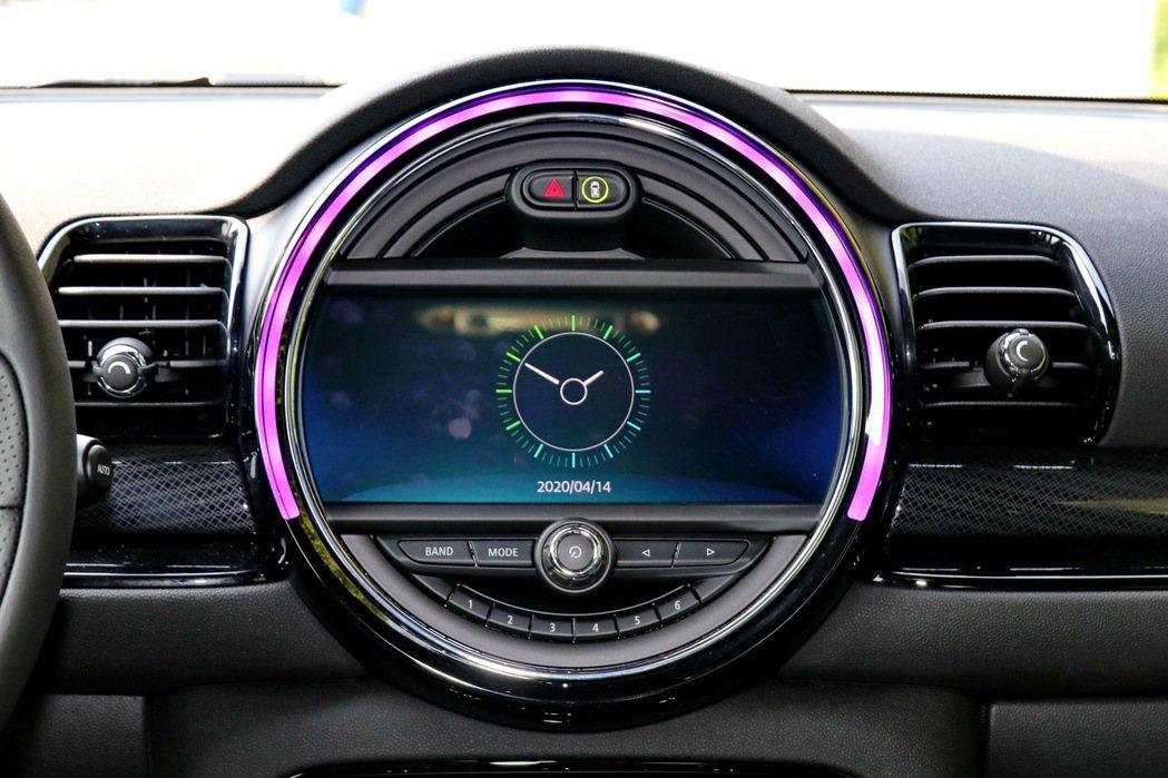 試駕車款則升級選配8.8吋螢幕。 記者陳威任/攝影
