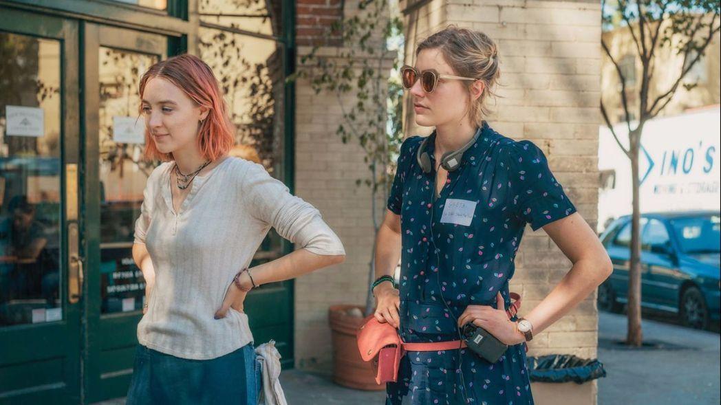年僅36歲的導演葛莉塔潔薇(右),在西方影壇導演界裡可謂萬綠叢中一點紅,才氣及其...
